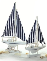 Deko Holz Segelboot 24 cm mit gestreiftem Segel -