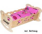 """Set: Puppenwiege / Puppenbett - """" Schmetterling - Mädchen farben """" - incl. Name - aus Naturholz - für Puppen - incl. Bettzeug - Decke & Kopfkissen - Holz Wiege Kinderbett Bett Baby - Puppe - Puppenzubehör - Holzwiege / Bettwäsche - Schaukelbett - Holzbett / Bett - Puppenbettchen / Puppenmöbel / Puppenbettzeug - Puppen -"""