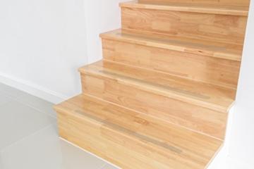 soleo 17 anti rutsch streifen f r treppen transparent und selbstklebend f r dauerhafte. Black Bedroom Furniture Sets. Home Design Ideas