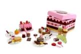 Süßigkeitenkiste aus Holz mit abnehmbarem Deckel, 39-teilig, mit großer Auswahl an Süßigkeiten für den Kaufladen, inklusive Holzgeschirr -