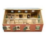 Kids Globe 610595 - Bauernhof Pferdestall mit 7 Boxen, Maßstab 1:24 -